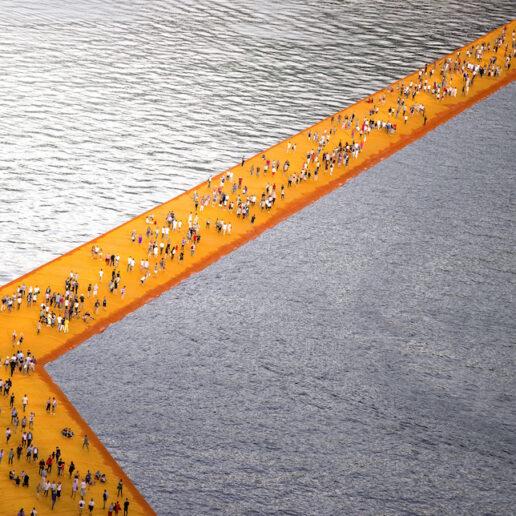 Christo: Ο καλλιτέχνης που «τύλιγε» τα μνημεία έφυγε από τη ζωή