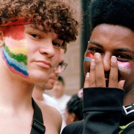 9 LGBTQIA+ φιλανθρωπικά ιδρύματα που μπορείτε να στηρίξετε τον «Pride μήνα» Ιούνιο