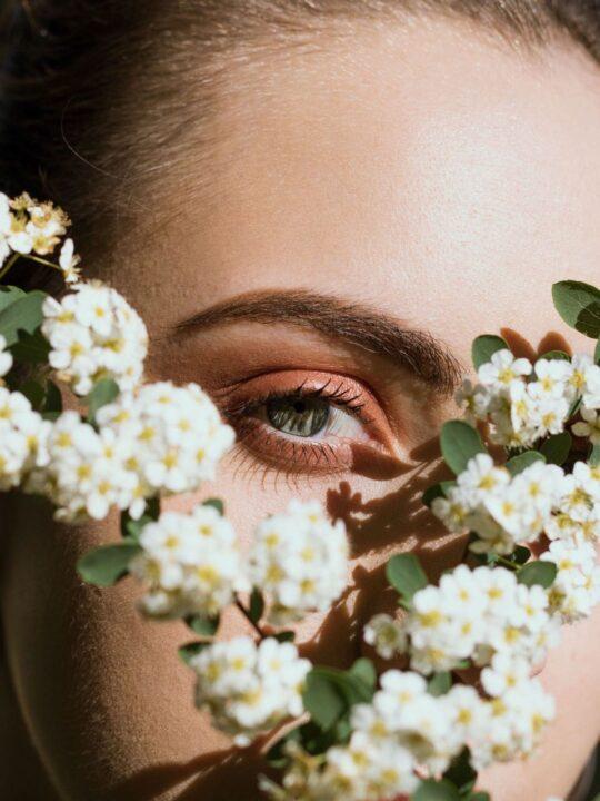 Καστορέλαιο: To πιο αποτελεσματικό προϊόν για ενδυνάμωση μαλλιών και φρυδιών
