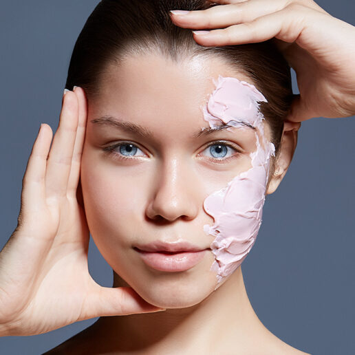 DIY Mask: Πώς να φτιάξετε τη δική σας μάσκα ομορφιάς με φράουλες
