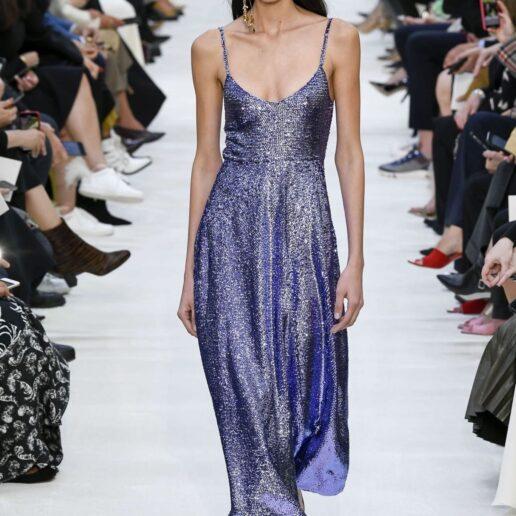 Dress Up: 12 μοναδικά φορέματα που θα τραβήξουν όλα τα βλέμματα πάνω σας