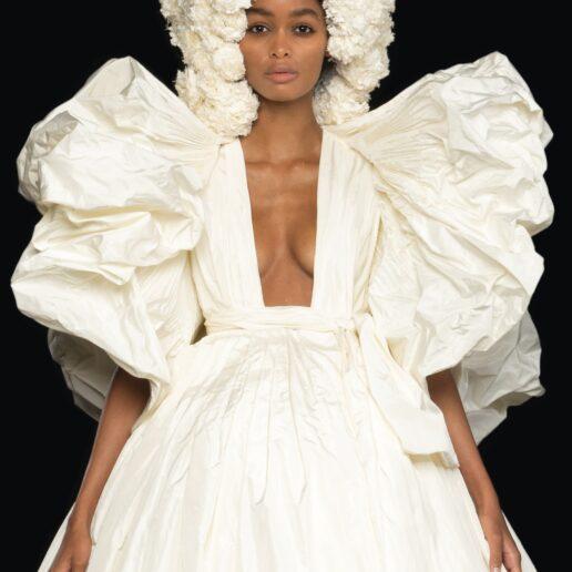 """Of Grace and Light"": Αγγελικές μορφές και φως στη συλλογή υψηλής ραπτικής του Valentino"
