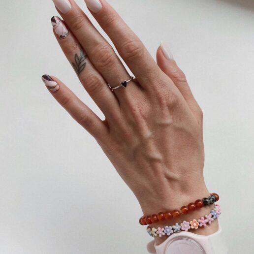 Almond Nails: Το εύκολο μανικιούρ που ξεχωρίσαμε από το Instagram
