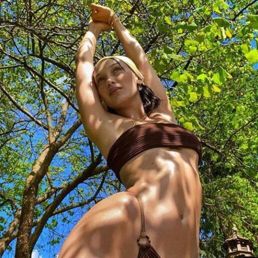 Bandeau Bikini: Η Bella Hadid φέρνει τη νέα hot τάση στα μαγιό