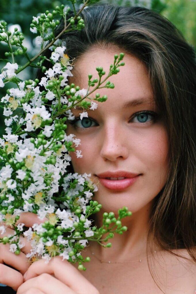 Lip Oils: Το μυστικό των beauty addicts για τέλεια ενυδατωμένα χείλη