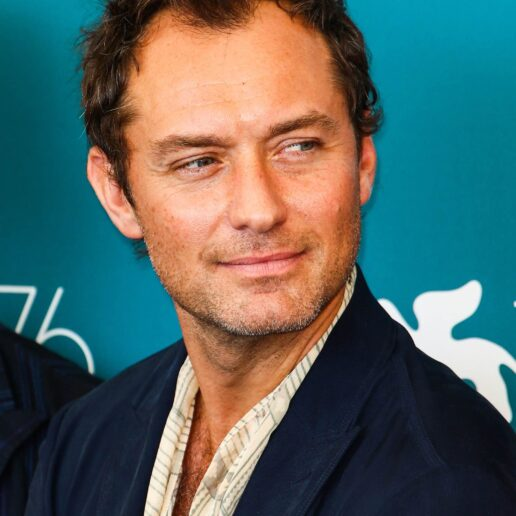 O Jude Law θα υποδυθεί τον «κακό» σε κλασική ταινία της Disney