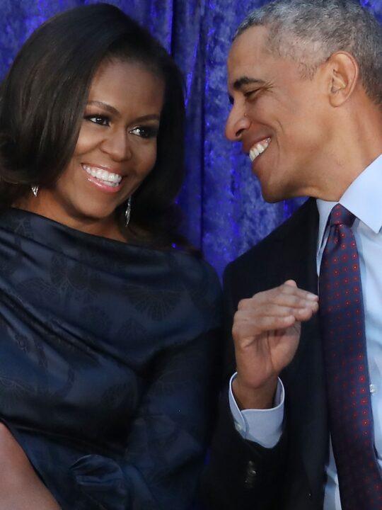 Power Couple: Η Michelle Obama φλερτάρει με τον Barack στο πρώτο της podcast
