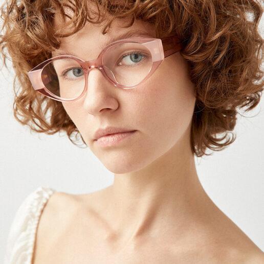 Baby Pink: Η γλυκιά απόχρωση που ξεχωρίζει στα γυαλιά οράσεως του brand Kaleos