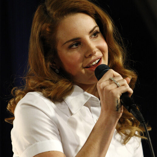 H Lana Del Rey θα κυκλοφορήσει το πρώτο της ποιητικό έργο