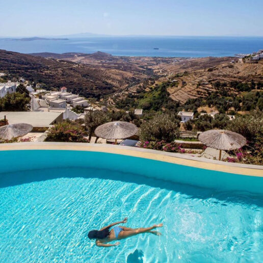Aeolis Tinos Suites: Στην Τήνο δε συμβαίνει μόνο ένα θαύμα