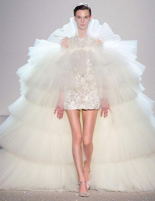 Wedding Dress: 42 ονειρεμένα νυφικά από τις μεγαλύτερες πασαρέλες
