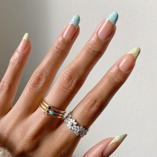 Chamomile Manicure: Ένα ιδανικό nail art για τις τελευταίες μέρες του καλοκαιριού