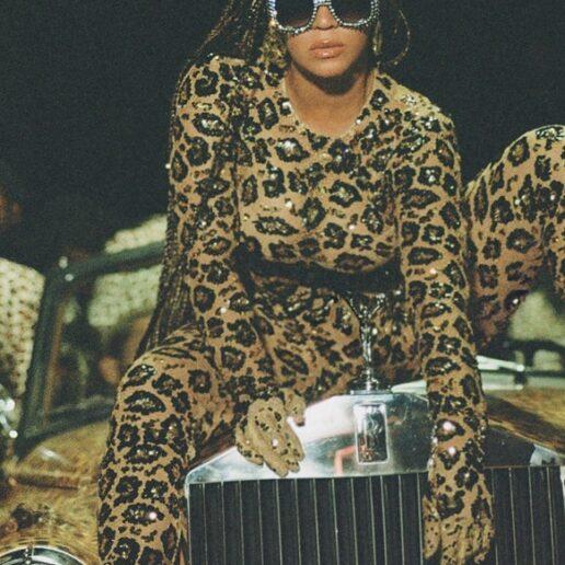 Ο Βρεττός Βρεττάκος υπογράφει ένα από τα look της Beyonce στο Black Is King