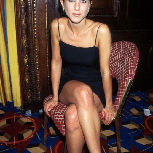 Jennifer Aniston: 18 σύνολα από τα 90s που θέλουμε να αντιγράψουμε