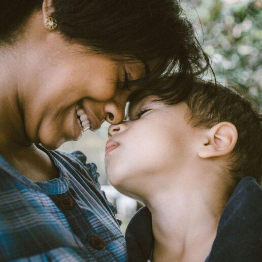 Τι σημαίνει να «ντυθείς σαν μαμά;»