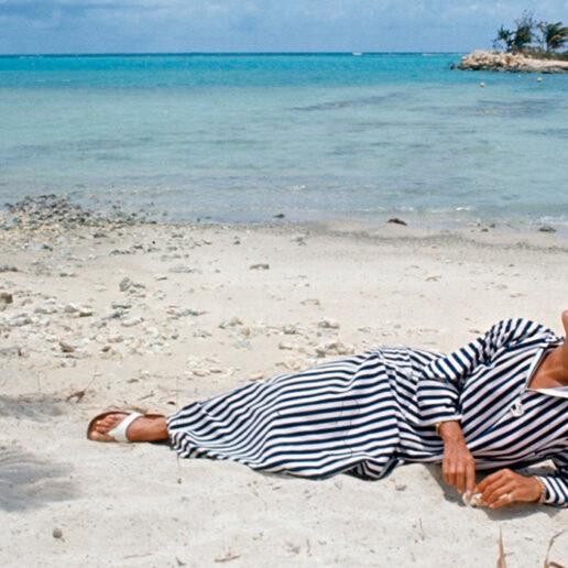 Summer Icons: Η Dalida σε 15 σπάνια καλοκαιρινά κλικ