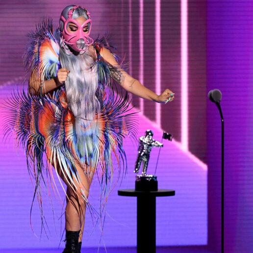 VMAs: H Lady Gaga απογειώνει υψηλή ραπτική και social distancing με 9 σύνολα