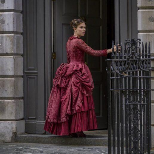 Enola Holmes: H Millie Bobby Brown αποκλειστικά για τη νέα της ταινία στο Netflix