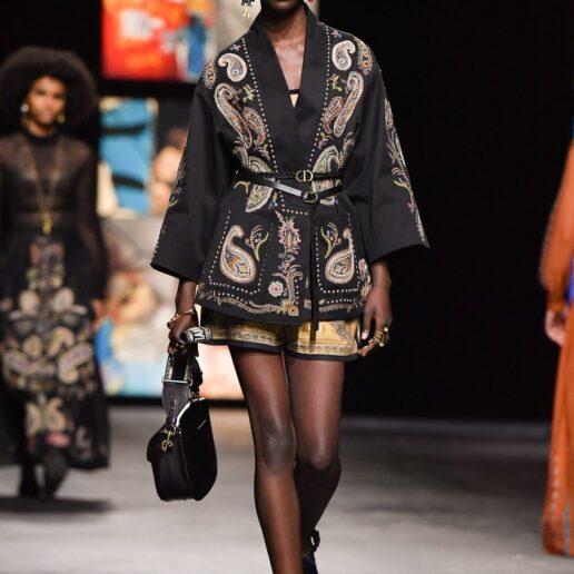 Dior Bobby Bag: Αυτή είναι η νέα bohemian εκδοχή της για τη σεζόν SS21