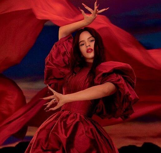 ΜΑC Viva Glam: Η Rosalía πρωταγωνιστεί στη νέα καμπάνια για καλό σκοπό