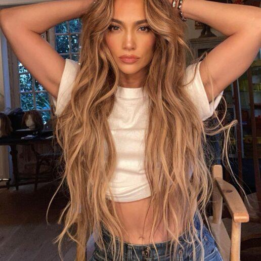 Aυτή η απόχρωση στα νύχια της Jennifer Lopez εμπνέει το φθινοπωρινό μας μανικιούρ