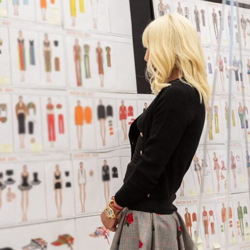 Η Donatella Versace για το νόημα της μόδας και τη νέα συλλογή του οίκου