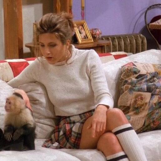 "H καρό φούστα της Jennifer Aniston στα Φιλαράκια είναι ""back in fashion"""