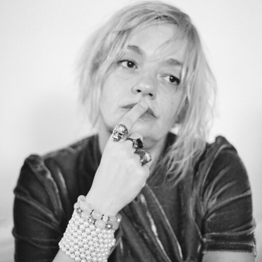 Λένα Κιτσοπούλου: «Οι ομπρέλες του πολιτισμού μας είναι κάτι σαν τις ομπρέλες της Μυκόνου»