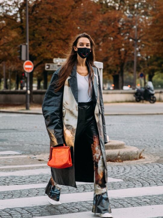 Flares are back: To street style παραδίδει μαθήματα στιλ με παντελόνια καμπάνα