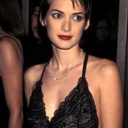 8 beauty looks της Winona Ryder από τα 90s που μας εμπνέουν σήμερα