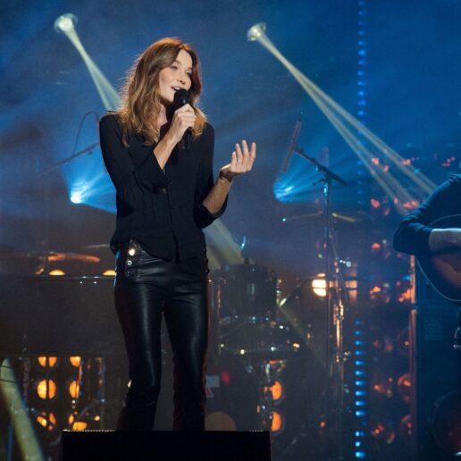 Carla Bruni: Το νέο της άλμπουμ, το προσωπικό στιλ και η καριέρα στο μόντελινγκ