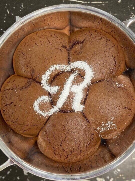Η μυστική συνταγή του Ritz Paris για το πιο «κομψό» κέικ σοκολάτας