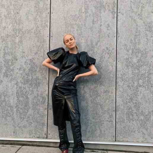 Μετά τις μπαλαρίνες, αυτά τα Chanel flats γίνονται το απόλυτο go-to παπούτσι