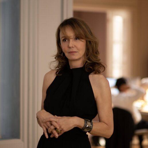 Το Emily in Paris επιστρέφει και μαζί το απόλυτο style icon, Sylvie