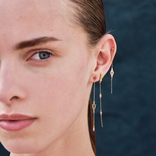 Single Earrings: Η Danai Giannelli μας δείχνει πώς να τα φορέσουμε με άποψη