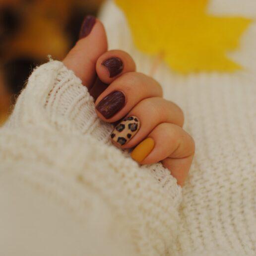 Ξεχάστε τα φυσικά νύχια, αυτή είναι η απόχρωση που θα κυριαρχήσει φέτος