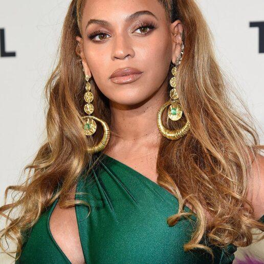 Beyoncé in Jewellery: 20 φωτογραφίες με τα πιο λαμπερά της κοσμήματα