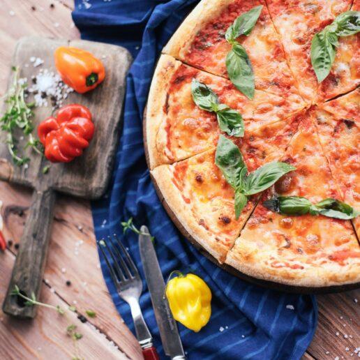 Pizza Margherita: Η σπιτική συνταγή για την πιο νόστιμη πίτσα μαργαρίτα