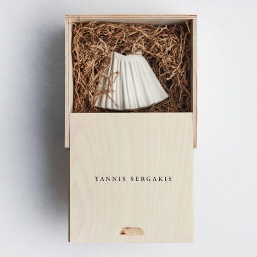 O Yannis Sergakis σχεδιάζει ένα γούρι διαφορετικό από τα άλλα