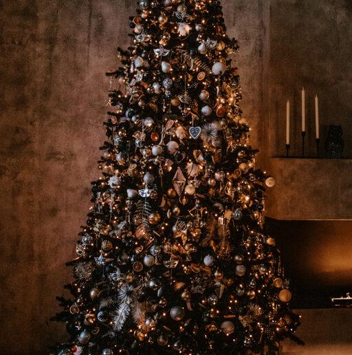 Τα πιο όμορφα Χριστουγεννιάτικα δέντρα των celebrities που εντοπίσαμε στο Instagram