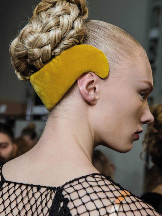 Mαλλιά: Στα ιδιαίτερα φετινά ρεβεγιόν ταιριάζει η extravaganza