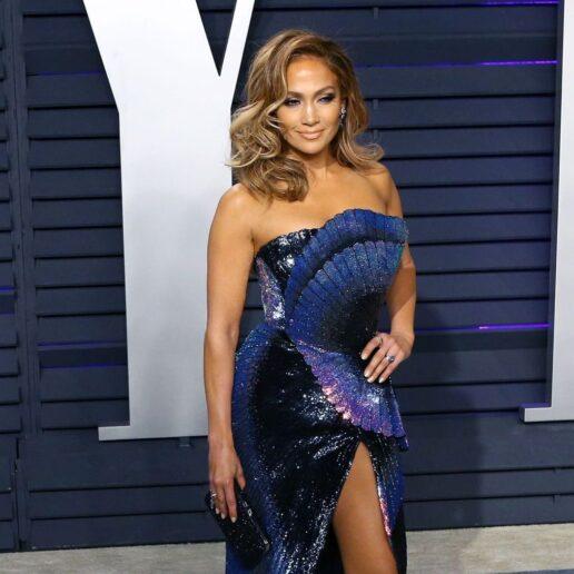 The Hollywood Gawker: Η μακροημέρευση της γυμνής J.Lo