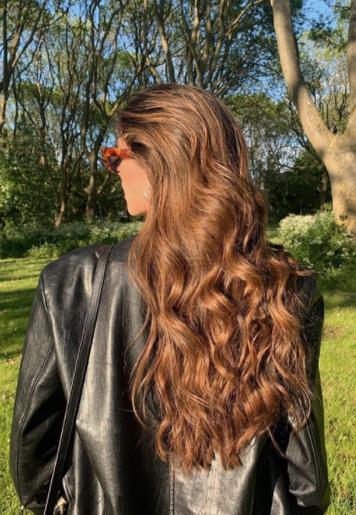 Ξηρό Σαμπουάν: Πώς να κάνετε τα μαλλιά σας να δείχνουν φρεσκολουσμένα