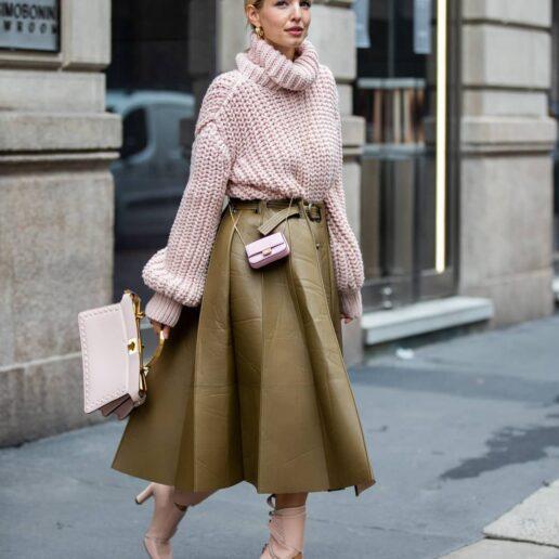On Sale: 8 φούστες που συνδυάζονται με όλα τα κομμάτια της γκαρνταρόμπας σας