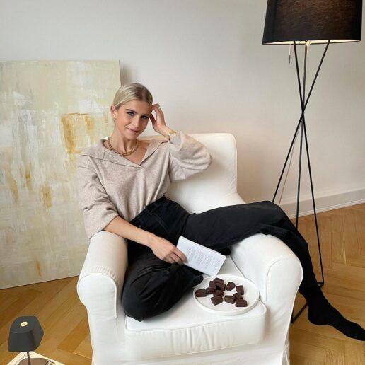 Loungewear: 10 κομμάτια σε έκπτωση για να είστε στιλάτες (και) στο σπίτι