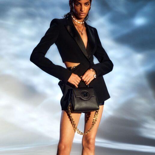 "La Medusa Bag: To νέο ""it"" αξεσουάρ που είδαμε στην πασαρέλα του Versace"