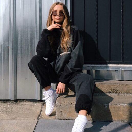 Lace me up: Aυτά τα λευκά sneakers είναι η καλύτερη αγορά στις εκπτώσεις