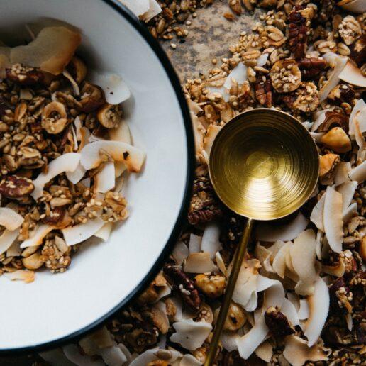 Νόστιμη & Θρεπτική: Η συνταγή για σπιτική Granola που πρέπει να δοκιμάσετε