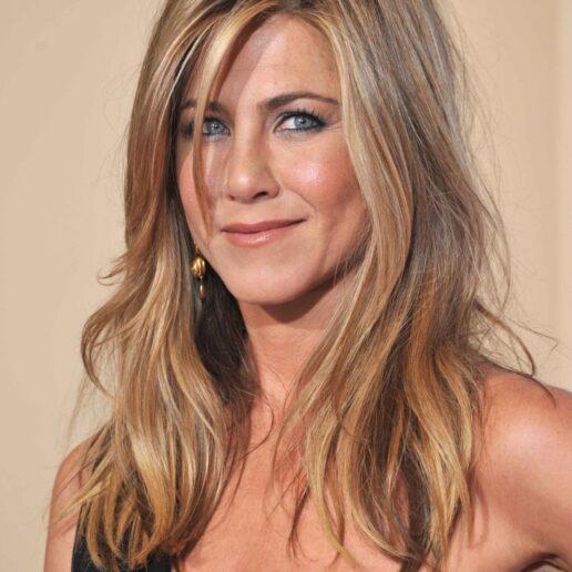 Jennifer Aniston: Όλα τα προϊόντα που εφαρμόζει στα μαλλιά της για τέλειο look
