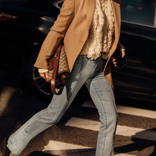 Σακάκι & Jeans: Πώς να φορέσετε τώρα τον αλάνθαστο συνδυασμό